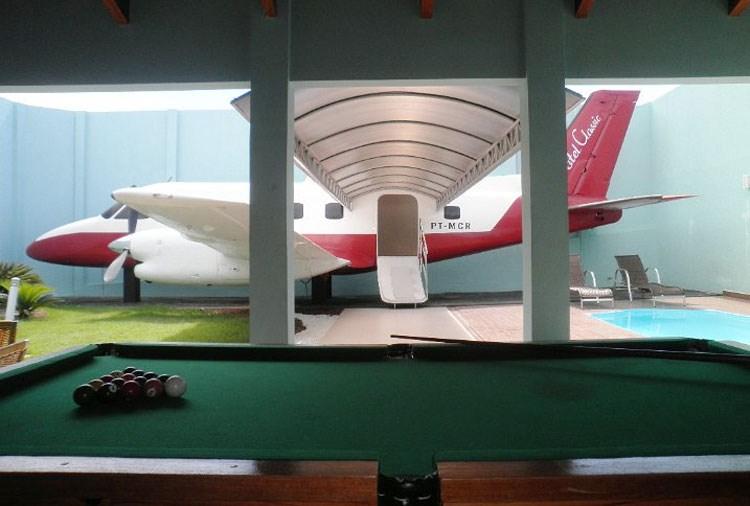 """Inspiração: o projetos temáticos do """"Rei do Motel"""" inspiraram o empresário do Acre, Ricardo de Freitas, em criar um quarto com um avião (Foto: Divulgação)"""