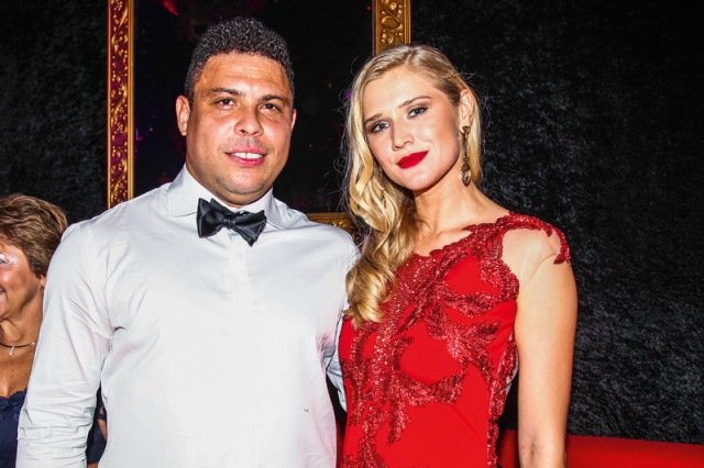 Ronaldo e Celina Locks: juntos há poucas semanas (Foto: Manuela Scarpa/Foto RioNews