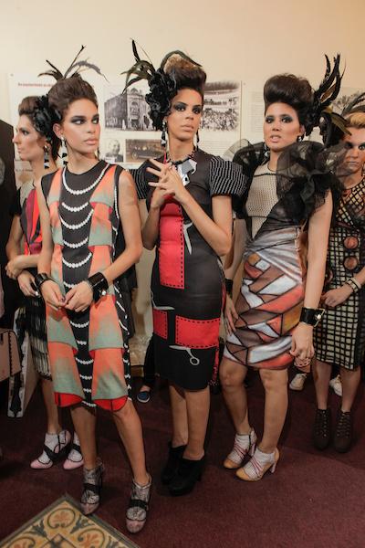 Modelos no backstage de Ronaldo Fraga (Foto: Divulgação/Agência Fotosite)