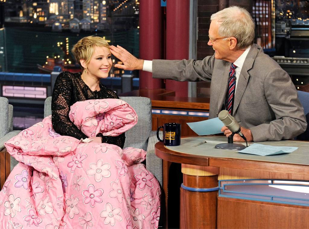 O apresentador David Letterman aproveita para elogiar a atriz, em novembro (Jeffrey R. Staab/CBS)