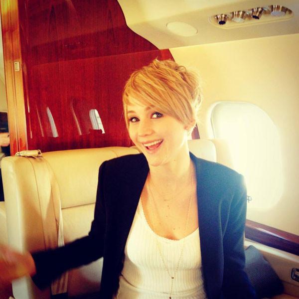 Em novembro, Jennifer aparece com um novo look de cabelos curtos (imagem do Facebook)
