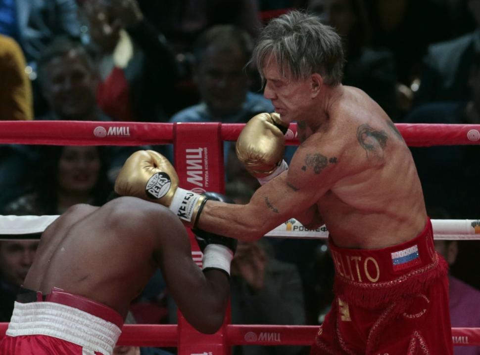 Corpo a corpo: Rourke ganhou por nocaute no segundo round