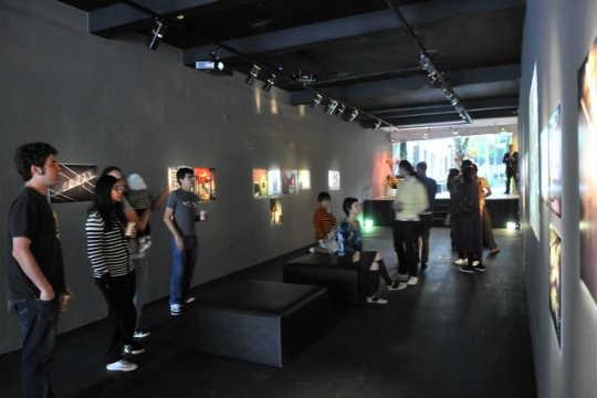 Exposição fotográfica no Cartel011: bar ao ar livre, artes plásticas e moda na programação