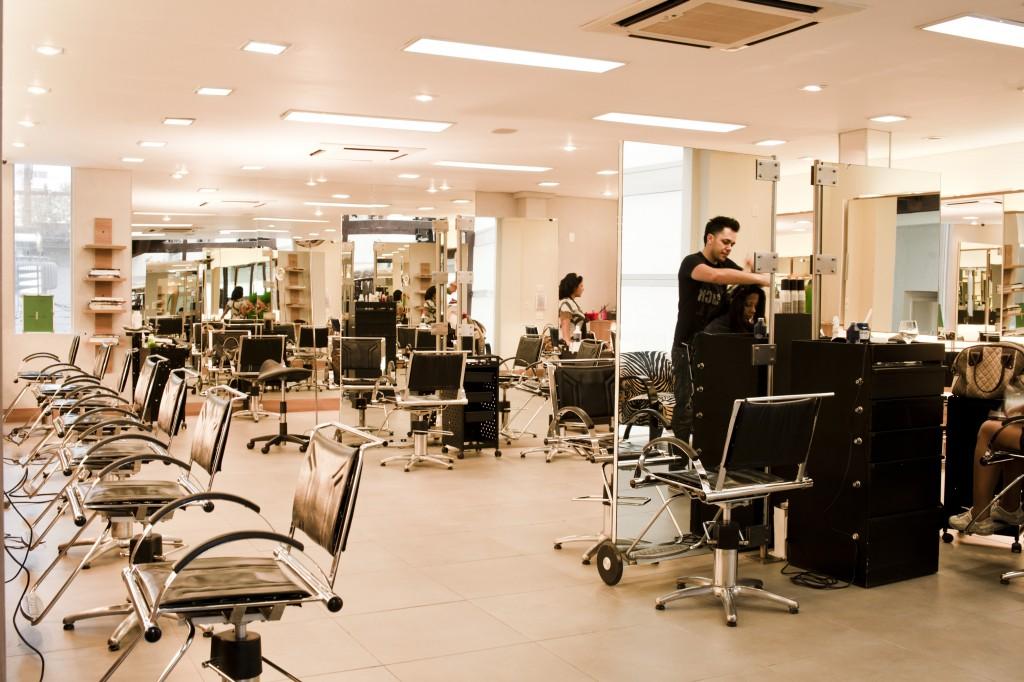 C. Kamura: espaço do cabeleireiro Celso Kamura em São Paulo