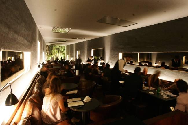 Salão do bar Número, projeto de Isay Weinfeld, nos Jardins - Fernando Moraes