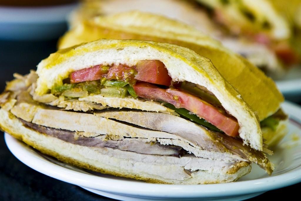 O sanduíche de pernil do Estadão: um dos mais tradicionais da cidade (Foto: Mario Rodrigues )