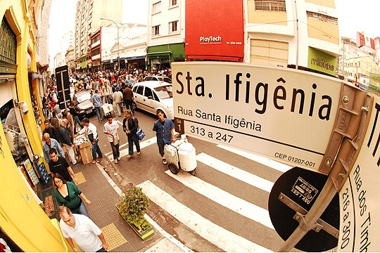 Rua Santa Ifigênia, o melhor lugar para comprar eletrônicos