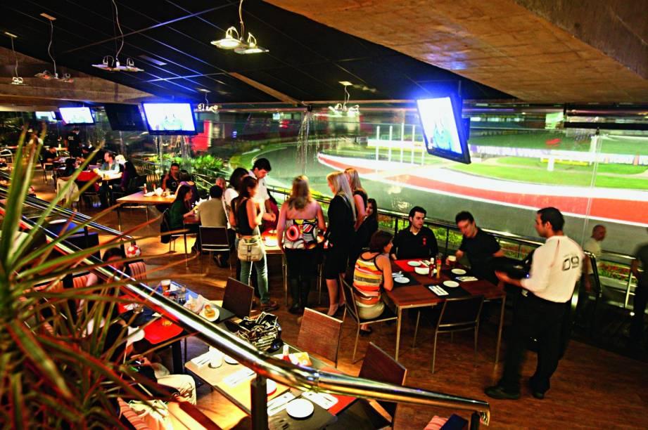 O salão avarandado do Santo Paulo Bar: a casa temática funciona no Estádio do Morumbi