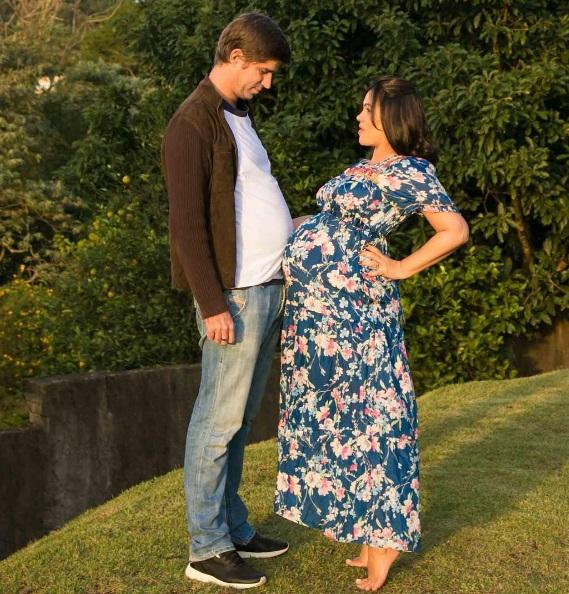 Saretta e Suzana: pais de um menino (Foto: Reprodução/Instagram)