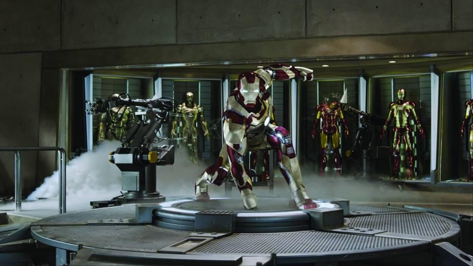 Homem de Ferro 3: Tony Stark tem seus aparatos todos destruídos