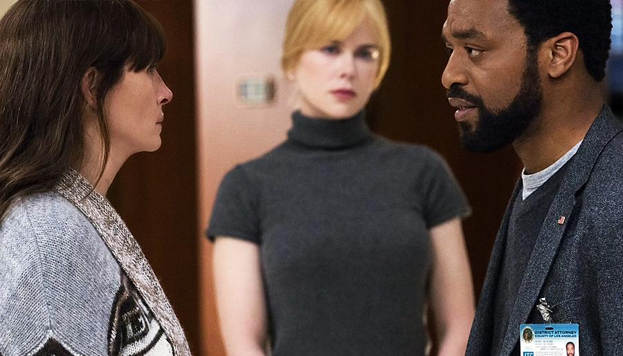 Cena de Olhos da Justiça, thriller policial com Julia Roberts, Nicole Kidman e Chiwetel Ejiofor