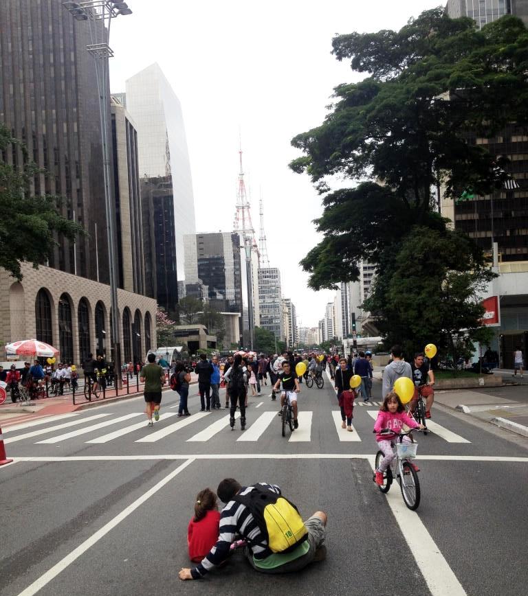 Tirar uma selfie sentado no meio da Avenida Paulista? Agora dá!