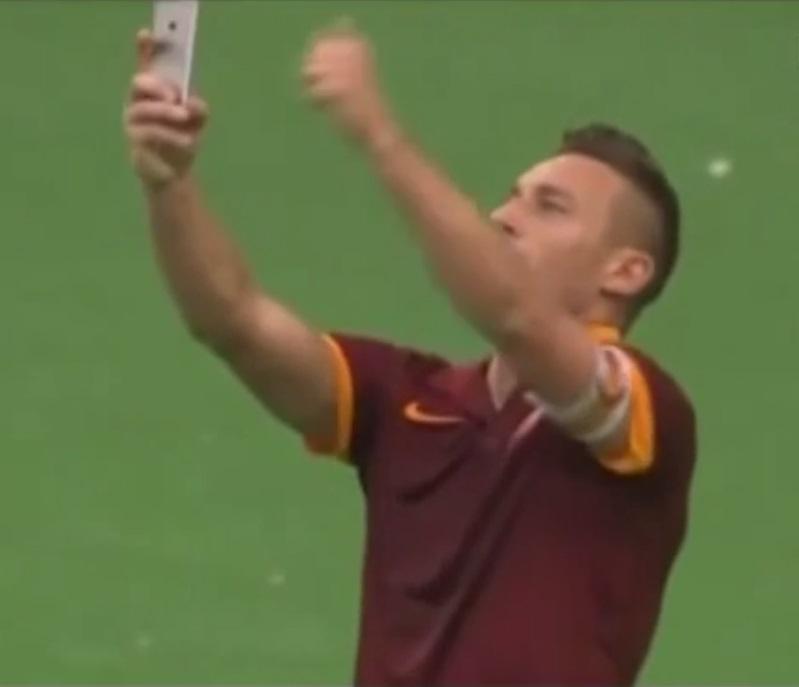 O craque Totti e a selfie dentro de campo