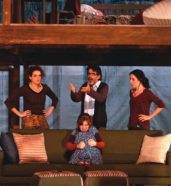 Denise Fraga e Júlia Novaes vivem mãe e filha na comédia dramática Sem Pensar