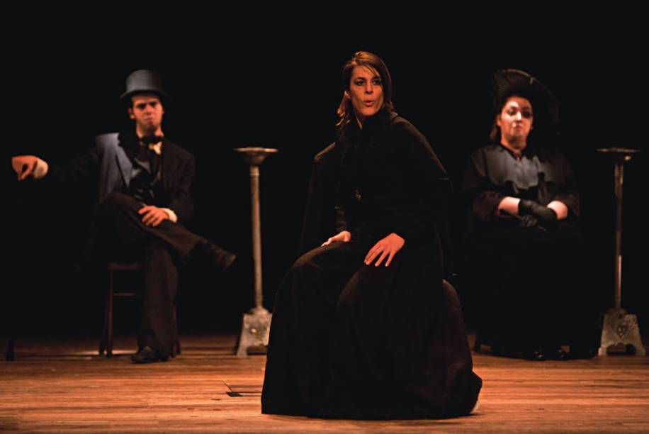 Nelson Rodrigues em versão musical: a atriz Einat Falbel surge à frente da tragédia Senhora dos afogados