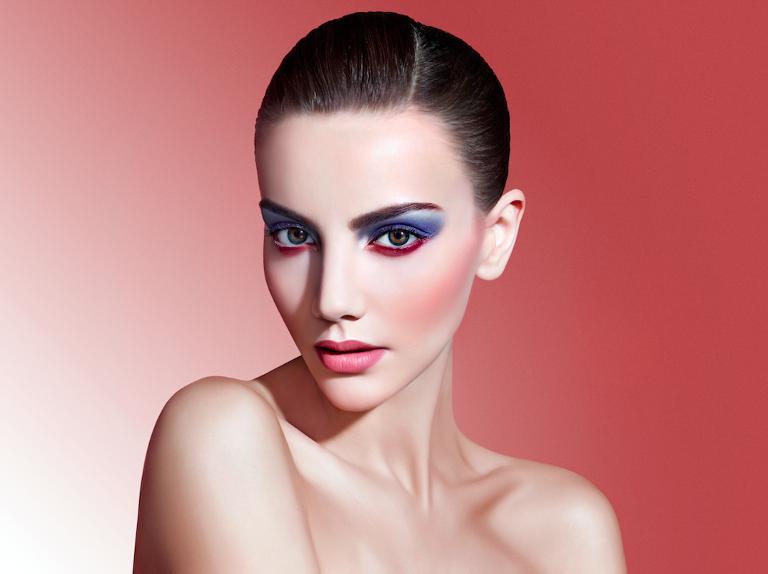 A Sephora lança todos os anos catálogo de maquiagens baseado na cor eleita pela Pantone e mostra as cores em makes reais! (Foto: Sephora)