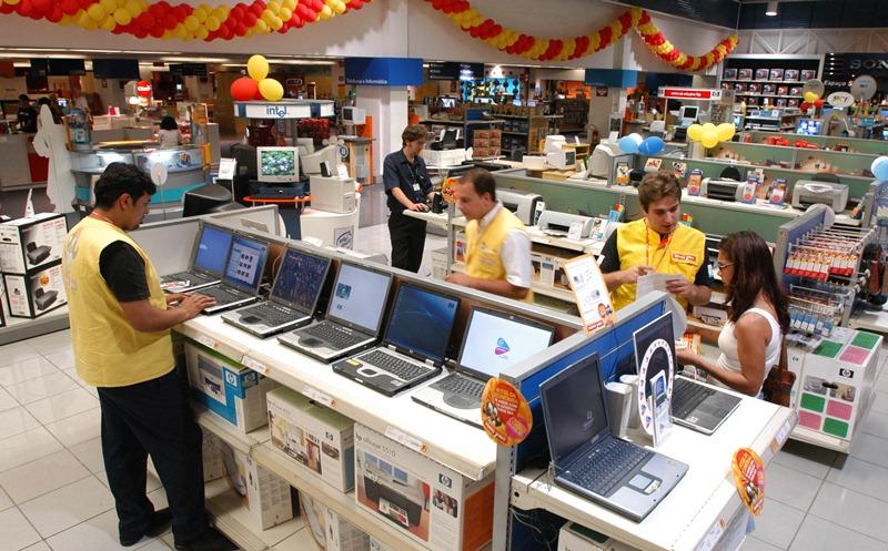 Setor de informática na loja da rede Ponto Frio