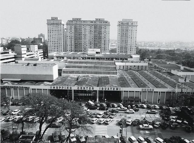 O prédio nos anos 70, antes da reforma na fachada: mudança nos hábitos de consumo (Foto: Divulgação)