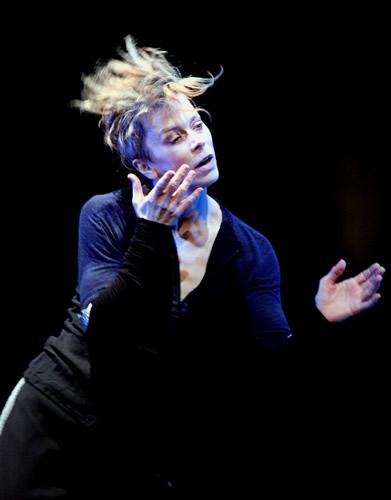 Espetáculo So Blue, por Louise Lecavalier