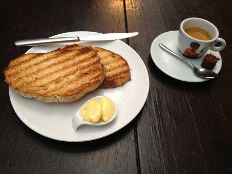 Expresso de R$ 3,90 do Sofá Café: para não pesar na conta do café da manhã (Foto: Sophia Braun)