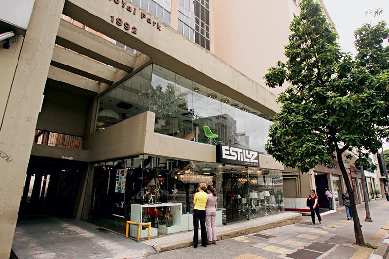 Atualmente: teatro deu lugar a loja especializada em artigos de iluminação