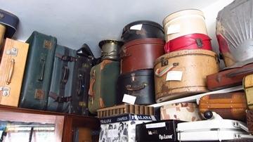 Roupas e acessórios de época no Spazio Vintage