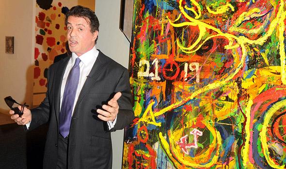 Algo de Pollock, algo de Basquiat nos quadros do brucutu Stallone. Quem curtiu?