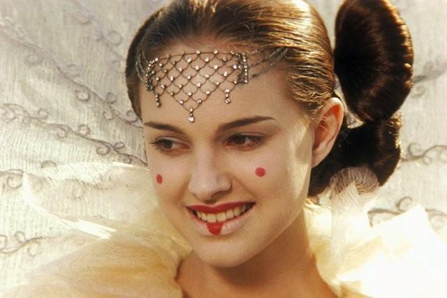 Natalie Portman interpreta a rainha Amidala: Star Wars: Episódio I — A Ameaça Fantasma - 3D