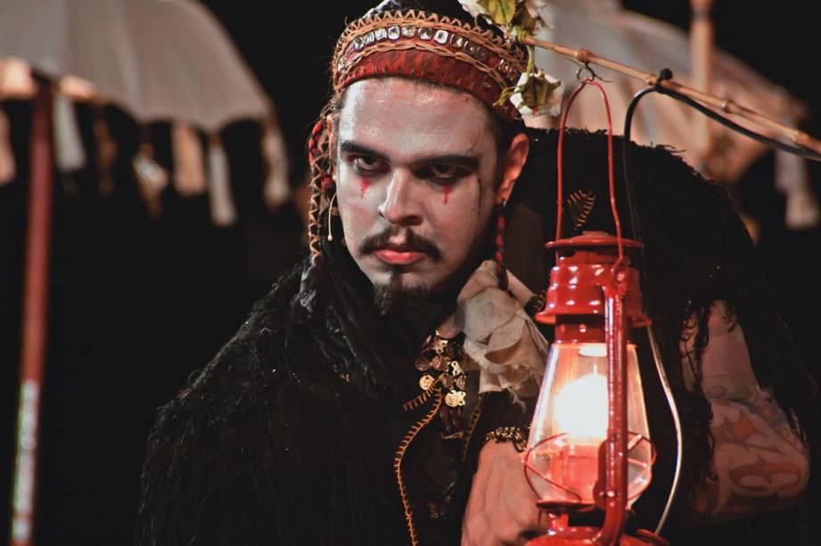 Sob a direção de Gabriel Villela, o ator Marco França lidera o elenco da estreia Sua Incelença, Ricardo III