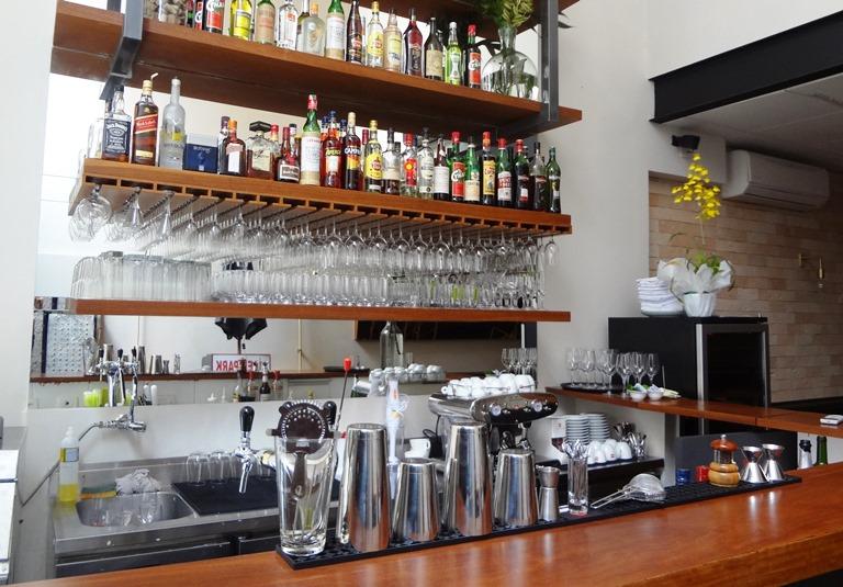 Bar: continua na entrada do restaurante