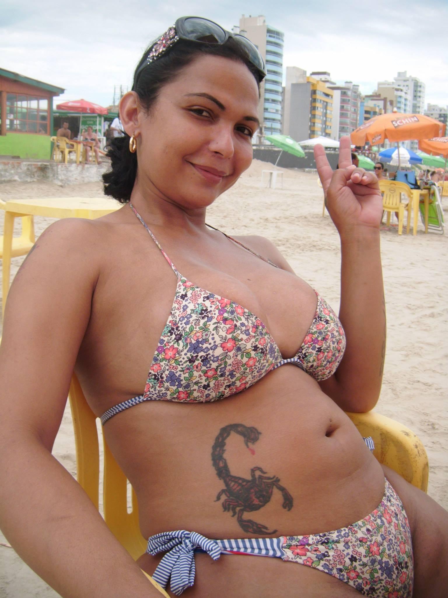 """Em fevereiro de 2014, na praia de Tramandaí, antes de se submeter à """"cura gay"""" (Foto: Reprodução Facebook)"""
