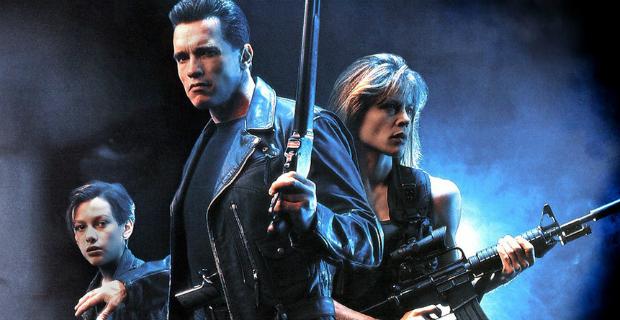Furlong, Schwarzenegger e Linda Hamilton no segundo filme, de 1991
