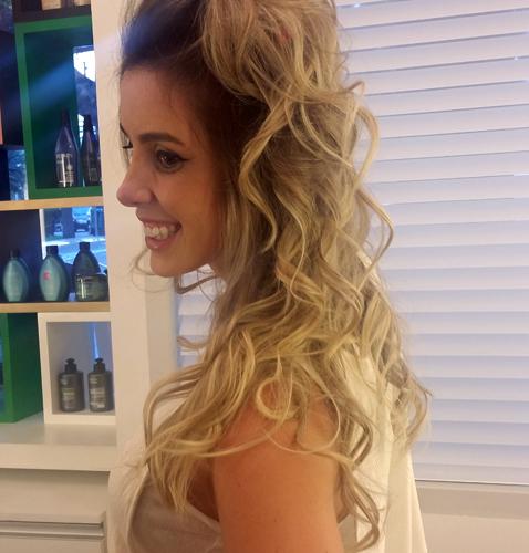 O resultado final foi incrível e a Caren exibiu cabelos maleáveis e sedosos sem perder o comprimento dos fios (Foto: Tatiana Izquierdo)
