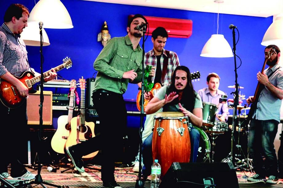 Verão na Vila: banda The Lonesome Duo se apresenta na sexta, dia 30, das 19h às 20h