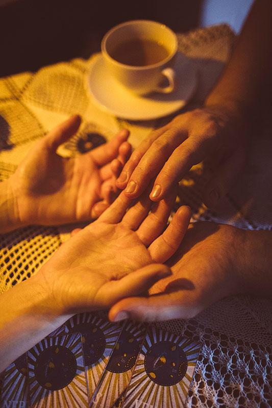 A leitura de mãos é uma terapia exclusiva do Lush Spa