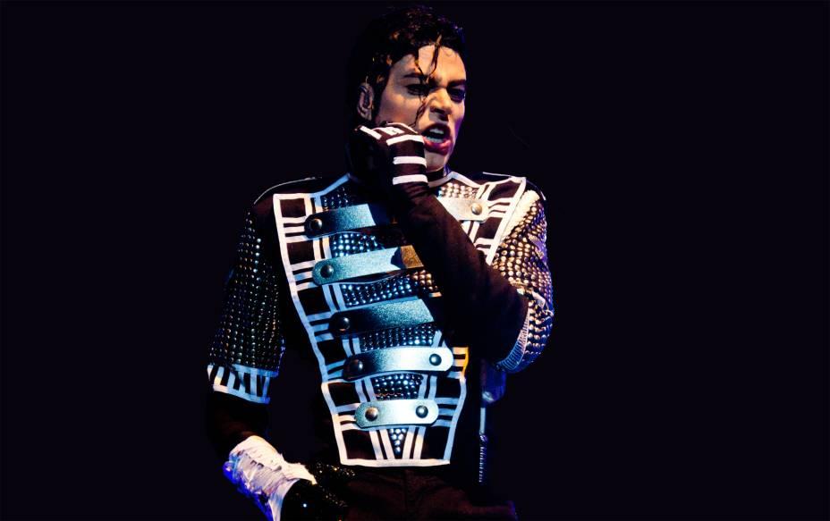 """""""Tributo This Is It"""" leva o que seria o último show de Michael Jackson para o palco do Teatro Bradesco nesta terça-feira (25)"""