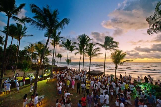 Gramado do Tikal: a festa começa pouco antes do pôr do sol (Foto: Divulgação)
