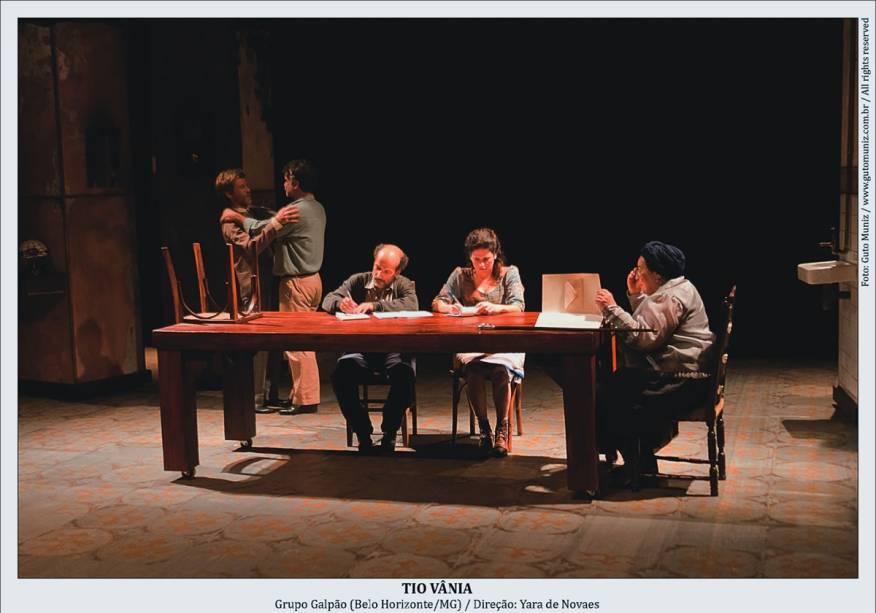 Paulo André, Eduardo Moreira, Antonio Edson, Mariana Lima Muniz e Teuda Bara, do Grupo Galpão: Tio Vânia