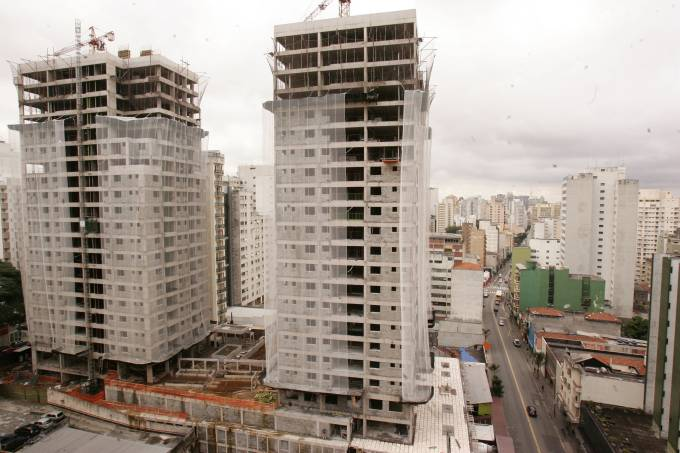 torres-em-constru%c3%a7%c3%a3o-na-rua-augusta_fernando-moraes