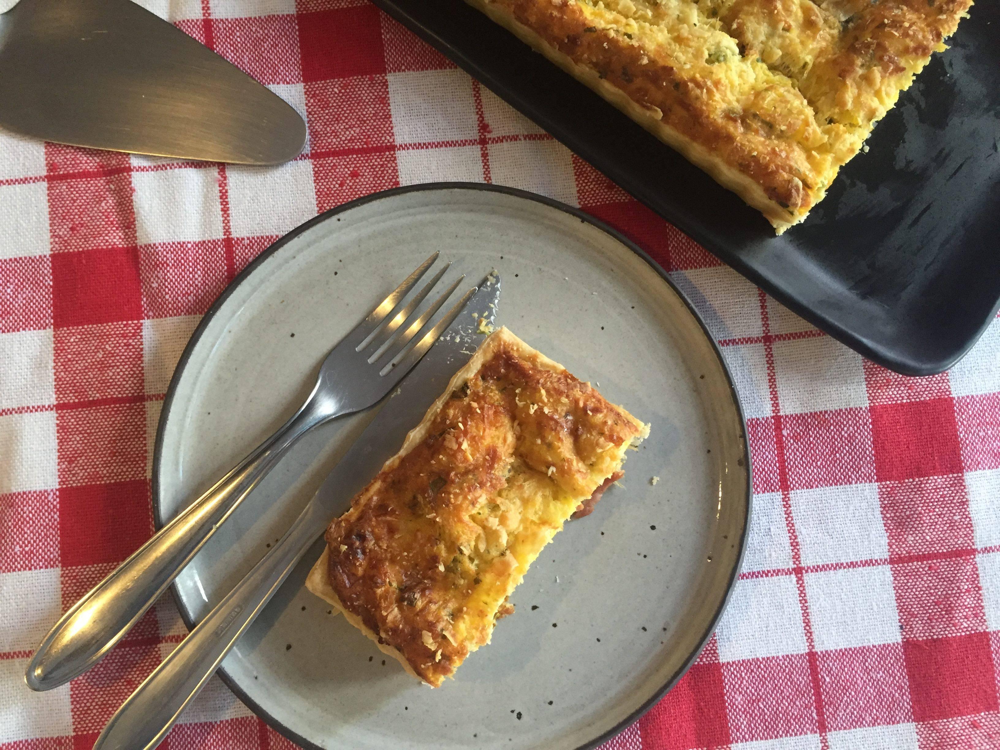 Torteria: torta de linguiça na cachaça com creme de milho verde e queijo