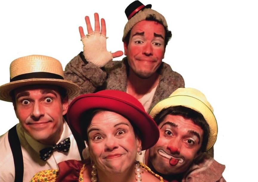 Armando Júnior, Alexandre Bamba, Fabek Capreri e Carmo Murano na peça infantil Totalmente Pastelão