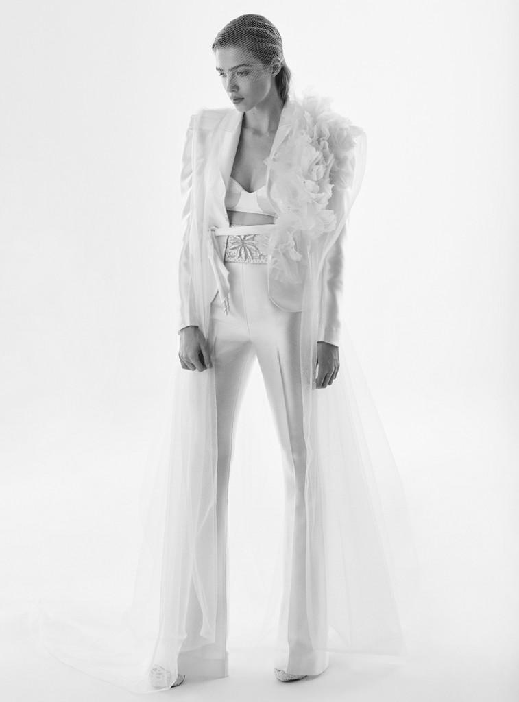 Terno feminino criado por Lucas Anderi: opção ideal para noivas que farão destination e mini wedding