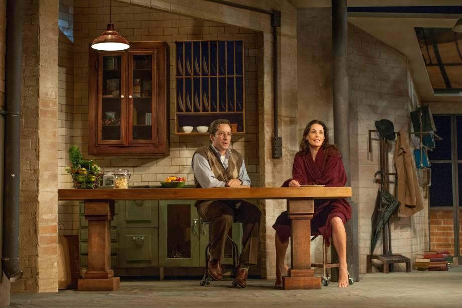 Otávio Martins e Carolina Ferraz em cena de Três Dias de Chuva: direção de Jô Soares