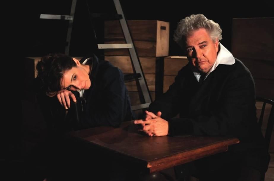 Nicole Cordery e Norival Rizzo ensaiam uma peça dentro da própria peça no drama A Noite das Tríbades