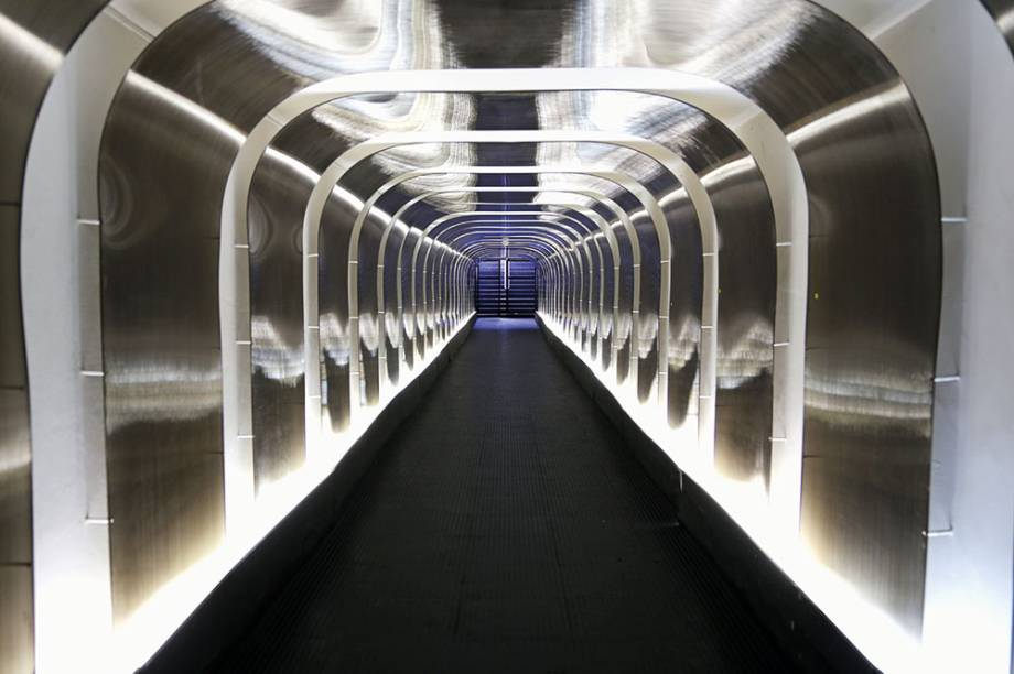 Túnel  pelo qual passam os jogadores, ao som da torcida tricolor