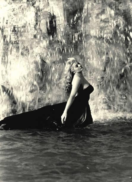 Anita Ekberg durante a filmagem de A doce vida - Tutto Fellini