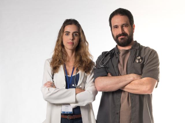 Laura (Ana Petta) e Paulo (Caco Ciocler) são os médicos de 'Unidade Básica'