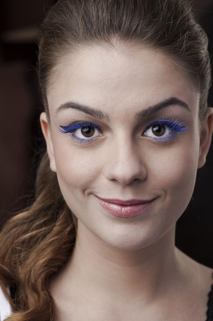 A modelo Jade Massucci exibe o look para curtir o bloquinho de rua (Foto: Villy Ribeiro)