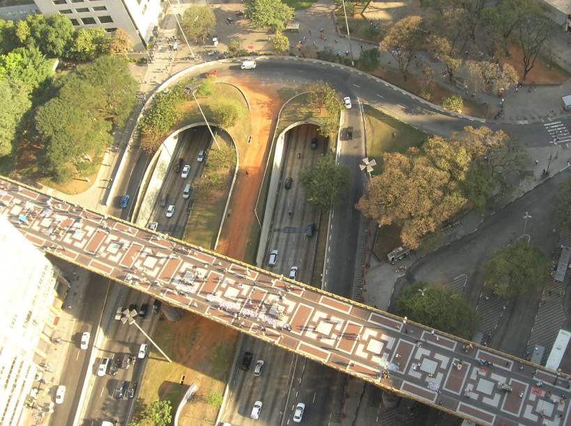 Viaduto Santa Ifigênia e entrada do túnel sob o Vale do Anhangabaú, vistos a partir do Edifício Mirante do Vale