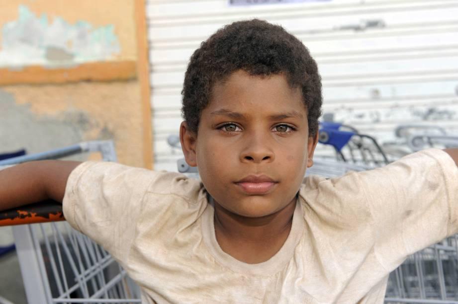 Vinicius Nascimento: ator mirim brilha no papel de um menino que procura o pai